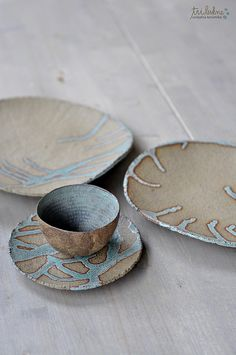 See Tri Lukne's pottery on potter. Pottery Mugs, Ceramic Pottery, Ceramic Plates, Ceramic Art, Clay Mugs, Play Clay, Ceramic Techniques, Pinch Pots, Modern Ceramics