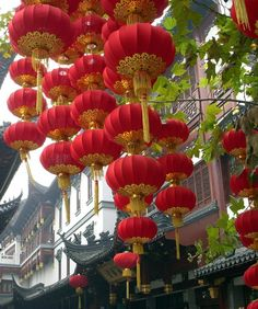 Red lanterns in Shanghai, China (by kexi).