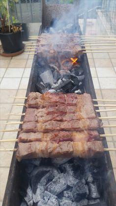"""Arrosticini di pecora in cottura sulla """"canalina""""  #afuocolento #arrosticini #pecora #abruzzo"""