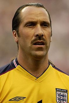 Arsenal and England goalkeeper David Seaman made headlines for his hair. In addition to his mustache, there was also the legendary ponytail over which Ronaldinho's shot floated in World Cup 2002.