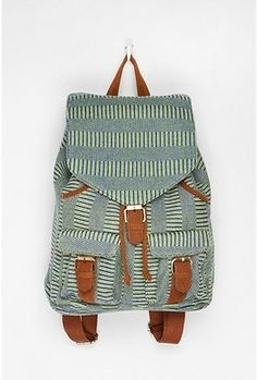 Like this - Deena & Ozzy Pop High/Low Backpack Easy French Twist, Student Fashion, New Bag, School Bags, School Stuff, Handbag Accessories, Travel Accessories, Urban Outfitters, Totes