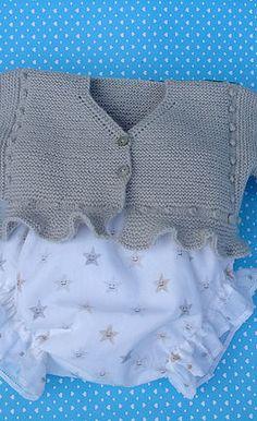 chaqueta de bebé puntomoderno.com Baby Cardigan Knitting Pattern, Baby Knitting Patterns, Baby Patterns, Tricot Baby, Knitted Baby Clothes, Knitted Dolls, Knitting For Kids, Baby Sweaters, Baby Wearing