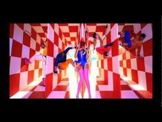 Crazy video...like sinf tho....David Guetta feat Rihanna - Who's That Chick? - Day version (Official videoclip)