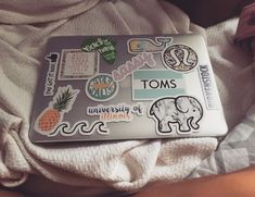 The Technology Report. Thinking Of Getting A Laptop? A good quality laptop computer will give you all of the mobile computing power you need, and is unmatched by lesser devices. With a great laptop, you will Cute Laptop Stickers, Macbook Stickers, Mac Stickers, Macbook Case, Laptop Case, Diy Laptop, Telephone Vintage, Laptop Design, Accessoires Iphone