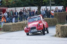 Yup that's how it took corners.U could transport anything in it. MOST FUN EVER!!! #LOVE Citroen 2CV Ente - 1981 by airsoenxen