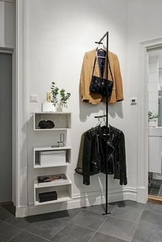 Beautiful and Cool Scandinavian Apartment Decorating Ideas – Mudroom Entryway Interior Design Living Room Warm, Scandinavian Apartment, Craftsman Kitchen, House Ideas, House Entrance, Contemporary Home Decor, French Decor, Home Remodeling, Room Decor