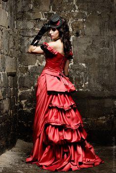 Ob rotes Brautkleid, kurzes Hochzeitskleid oder die schwarze Gothicbrautrobe: Lucardis Feist entwirft detailstarke Modelle für besondere Menschen.