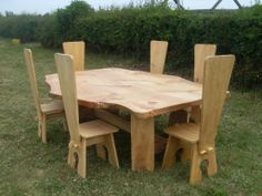 Chainsaw carving table with chair