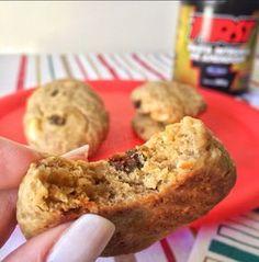 A receita desses cookies é super fácil! Me surpreendeu pelo tempo que demorei para fazê-lo, os ingredientes simples e pelo sabor! SEM AÇÚCAR! Nem um grãozinho! Ingredientes: 1 ovo; 1 banana madura (ela vai adoçar a nossa receita); 4 colheres de Pasta de Amendoim First; 4 colheres de farelo de aveia; 1 colher de chá de fermento em …