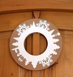 Fantazii se meze nekladou – vánoční věnec značky Unlimited design je vyrobený z kartonu, za 222 Kč; Fler CZ