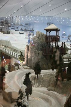 Ski Dubai- indoor ski slope. This attraction is simply impressive; you can ski all year around.:
