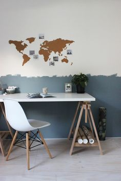 Huisjeaandehaven, DenimDrift, CF17, Kleurentrends, FlexaNL, lambrisering, corkmap, wereldkaart, polaroids, workspace, interiorstyling, ikea, werkkamer, mystyle, blue, grey, interiorlove, workspaceinspo