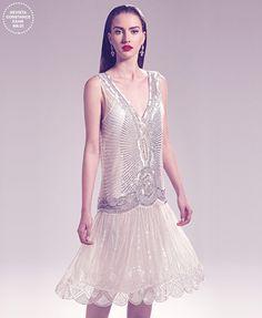 Vestido de noiva curto bordado com perfume anos 1920 (Lita Mortari), brincos (Camila Sarpi)                                                                                                                                                                                 Mais