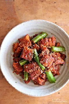 황태포조림 만드는법,맛나는 밑반찬! 요즈음 황태 먹는 맛에 아주 즐겁습니다 제가 황태를 좋아해서 그런가... Cooking Photos, Eat Your Heart Out, Vegetable Seasoning, Korean Food, Korean Recipes, Kimchi, Food Plating, Kung Pao Chicken, Seafood