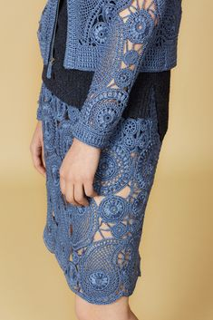 Close-up -- all of the edging and even the freakin' zipper pull are crocheted. Love how the motifs have been put together with a mix of filet, filler circles, and chains. Orley Resort 2016