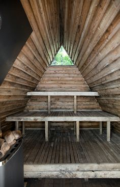 Shed & Studio A small triangular window punctuates the interior of the floating sauna. Photo 16 of 18 in This Swedish Permaculture Retreat Is a Foodie's Paradise Outdoor Sauna, Indoor Outdoor, Halle, Scandinavian Saunas, Sauna House, Sauna Design, Modern Shed, A Frame House, Backyard