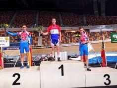 Trots op m'n neefje @JurriaanVos 1e onderdeel op NK baan direct brons. Jurriaan Vos uit #Zevenaar behaalde een bronzen plak op het #NKbaan 3km achtervolging. Vrijdag 27 december 2013. via twitter @FransHeijneman.
