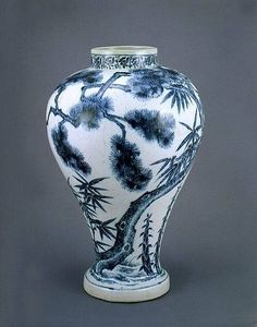 (Korea) Blue and White porcelain Vase. National Treasures No 176. Dongguk University Museum of Korea.