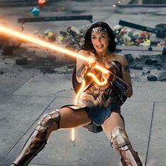 Wonder Woman Art, Gal Gadot Wonder Woman, Wonder Woman Movie, Wonder Women, Gal Gardot, Justice League Wonder Woman, Comics Girls, Dc Comics Heroes, Marvel Dc