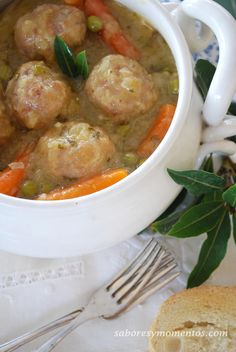 French Delicacies Essentials - Some Uncomplicated Strategies For Newbies Albndigas Caseras-Homemade Meatballs Recipe Albondigas, Home Food, Meatball Recipes, Nutritious Meals, Bon Appetit, Carne, Food And Drink, Homemade, Cooking