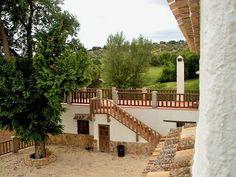 ALGARINEJO Granada.  casas rurales El Molinillo. Antiguo molino totalmente restaurado que cuenta con #6_casas_rurales individuales, cada una con su propia cocina, cuarto de baño y con 1,2 y 5 dormitorios. Cuentan con jardines comunitarios, #piscina, zona de #barbacoa y bar restaurante. Rodeado de naturaleza en plena campiña andaluza. Cerca del #lagoDeIznajar, #Montefrío, etc.  Se encuentra a unos 40 minutos de #Granada (Patrimonio de la Humanidad) y a una hora de #Málaga.