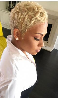 Love the color of her hair updosnaturalhairstyles is part of Short hair styles pixie - Short Pixie Haircuts, Cute Hairstyles For Short Hair, Pixie Hairstyles, Short Hair Cuts, Curly Hair Styles, Natural Hair Styles, Haircut Short, Asian Hairstyles, Short Blonde Pixie