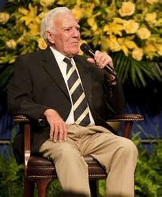 Ara Parseghian (5/21/1923)-(8/2/2017) College Football Coaches, Notre Dame Football, Coaching, Vintage, Style, Training, Swag, Vintage Comics