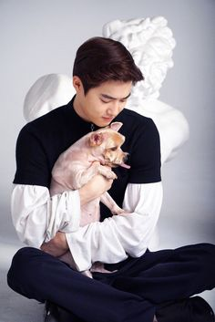 EXO has 10 pets between all the members and each and every one is as adorable as the last. This is everything we know about EXO's dogs and cat. K Pop, Dramas, Exo Korea, Kim Joon Myeon, Ko Ko Bop, Baekhyun Chanyeol, Xiu Min, Kpop Exo, How To Look Better