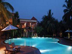 Evening poolside flexxx