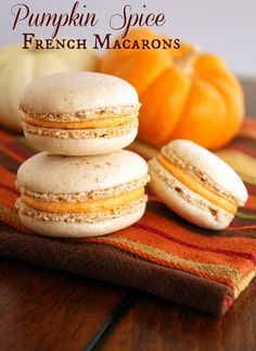 Recipe for delicious fall pumpkin macarons! Pumpkin spice french macaron shell sandwiched with a pumpkin buttercream filling - perfect for fall! Desserts Français, Delicious Desserts, Dessert Recipes, Plated Desserts, French Desserts, French Food, Dessert Ideas, Pumpkin Recipes, Fall Recipes