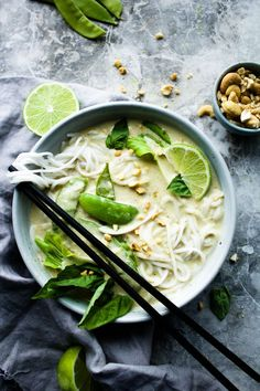 If you're a Thai food fan, you understand the romance of a dangerously creamy, spoon-cloaking green curry that only restaurants seem to hold the secret to Vegetarian Recipes, Cooking Recipes, Healthy Recipes, Healthy Foods, Vegan Thai Green Curry, Green Thai, Clean Eating, Healthy Eating, Breakfast Healthy