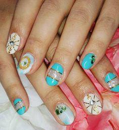 なんか春飛び越えてしまった(笑) お客様の好きなグリーン系のカラーで 雑誌のデザインをアレンジ  #nail #nails #nailart #naildesign  #gel #gelnail #vetro #ネイル #ネイルアート #ジェル  #シェルネイル #ジェルネイルデザイン