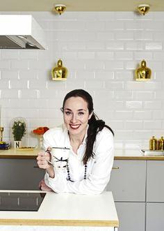 Radiojuontaja Anni Hautala sai remontissa haaveidensa avaran keittiön. Kirpparihai on koukussa löytöjen tekemiseen. Anna, Coat, Fashion, Moda, Sewing Coat, Fashion Styles, Peacoats, Fashion Illustrations, Coats
