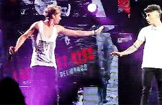 A little bit of Ziall!(: (GIF) wow it's getting hot in here!<< look at Harry holding the mic haha