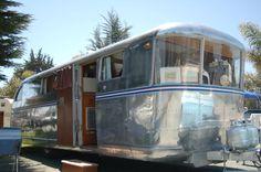 Wrap-Around Front Windows on vintage 1946 Spartan Manor Travel Trailer Old Campers, Vintage Campers Trailers, Vintage Caravans, Airstream, Long Beach Washington, Spartan Trailer, Architecture Design, Classic Trailers, Vintage Rv
