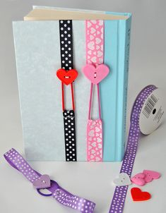 fabric crafts to sell diy Praktische Lesezeichen b - fabriccrafts Diy Gifts To Sell, Crafts To Make And Sell, Sell Diy, Easy Diy Crafts, Bookmark Craft, Diy Bookmarks, Ribbon Bookmarks, Diy Marque Page, Fabric Crafts