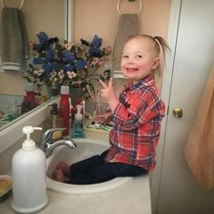 Joey Feek Shares a Smooch With Daughter Indiana on Valentine's Day