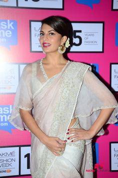 Kareena Kapoor Walks For Anamika Khanna At LFW Finale