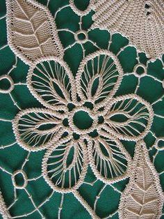 Particolare                                                                                                                                                                                 Más Freeform Crochet, Irish Crochet, Crochet Motif, Crochet Lace, Russian Crochet, Crochet Doilies, Tatting Patterns, Lace Patterns, Clothes Patterns