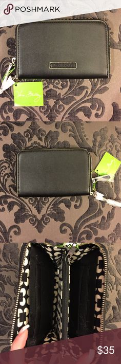 New with Tags! Black Vera Bradley Wristlet New with Tags! Black Vera Bradley Wristlet! Has 3 main pockets inside, 2 smaller more concealed pockets inside, and 2 separate sections to hold cards and ID Vera Bradley Bags Clutches & Wristlets