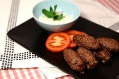 Jehněčí kebaby a mátové tzatziky. http://varime.cz