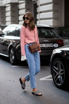 pinterest|BEYDA instagram|@trendylifeblog Plissee shirt by H&M, Blue Mom Jeans by Zara, High Waist Denim, Coccinelle Bag with Cutouts, Adidas Slides by Adidas Originals, Adiletten, Casual Streetstyle, layering, spring, summer, ootd, look of the day, Fashionblog München, Modeblog München #swantjesoemmer #offwhiteswan