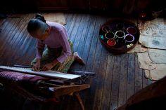 0040 Working with silk--Inle Lake , Myanmar