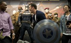 https://flic.kr/p/fjMXa6 | SDCC 2013: Captain America Winter Soldier Signing Chris Evans with Shield | Photo by: Judy Stephens