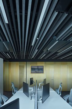 LIVESPORT – Offices Like A Machine Driven By Pilots - Picture gallery 1 Office Interior Design, Office Interiors, Architectural Technologist, Inspirational Leaders, Cafe Seating, Dynamic Design, Open Office, Acoustic Panels, New Journey