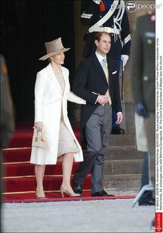 Le comte et la comtesse de Wessex au mariage de Willem-Alexander et Maxima des Pays-Bas.   Le prince Willem-Alexander des Pays-Bas et la princesse Maxima se sont mariés le 2 février 2002 à Amsterdam. Le 2 février 2012, ils célébraient leurs noces d'étain.