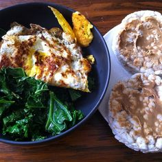 ❝After a great workout, breakfast tastes so good! Steamed kale, omelet + rice cakes with PB.❞
