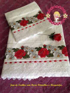 Jogo de toalhas com rosas e margaridas.                                                                                                                                                                                 Más