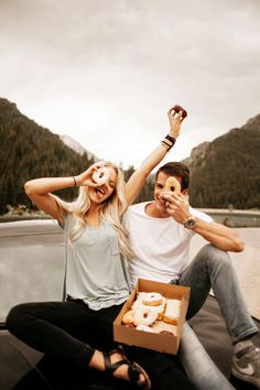 Cute Teen Couples, Teenage Couples, Cute Couples Photos, Cute Couples Goals, Couple Photoshoot Poses, Couple Photography Poses, Couple Posing, Couple Shoot, Friend Photography