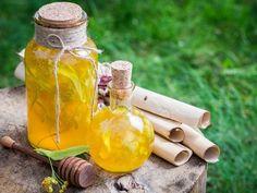 Překyselený žaludek, střevní potíže či nevolnost? V takových případech to chce kapku něčeho ostřejšího - na opravu. Jak si takový ... Home Canning, Beverages, Drinks, Hot Sauce Bottles, Food And Drink, Syrup, Ideas, Medicine, Drinking